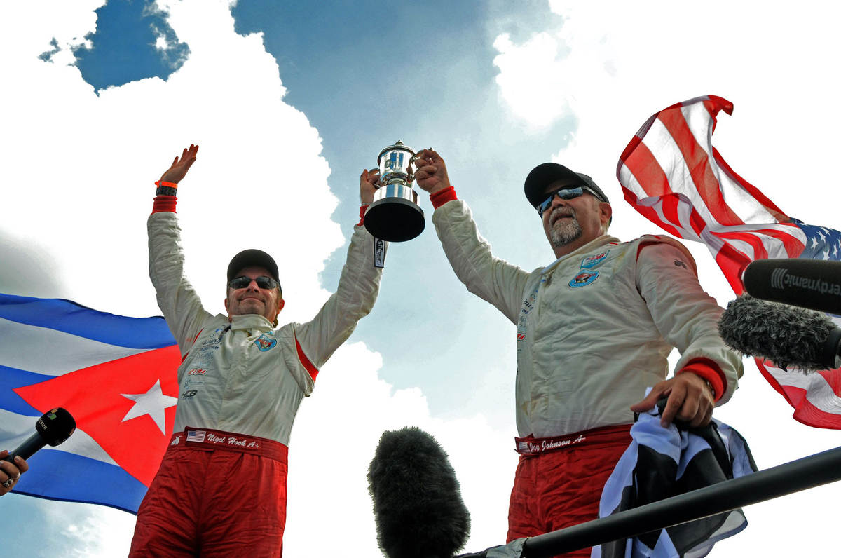 The pair completed the record attempt in 1h 18m 3s