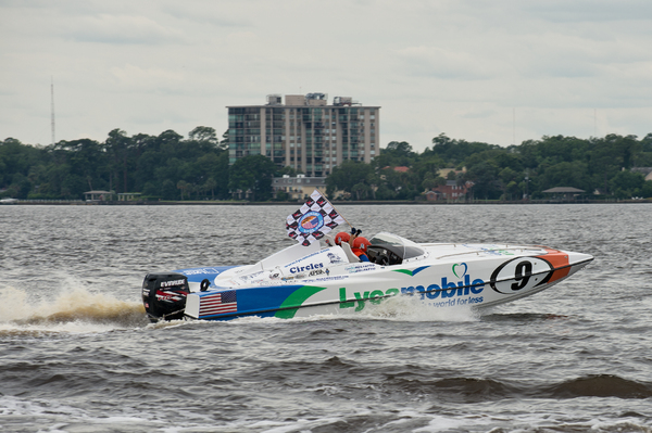 Craig and Cynthia Belfatto in Lycamobile take Race 2 in Jacksonville